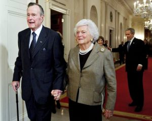 Geourge HW Bush and his wife, Barbara